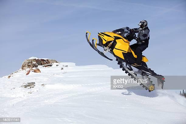 salto para snowmobile - snowmobiling - fotografias e filmes do acervo