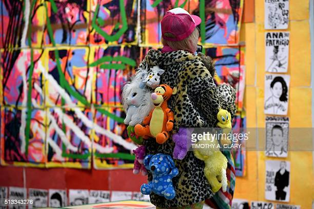 A person looks at art during the VIP opening of The Armory Show 2016 in New York March 2 2016 / AFP / Timothy A CLARY / RESTRICTED TO EDITORIAL USE...