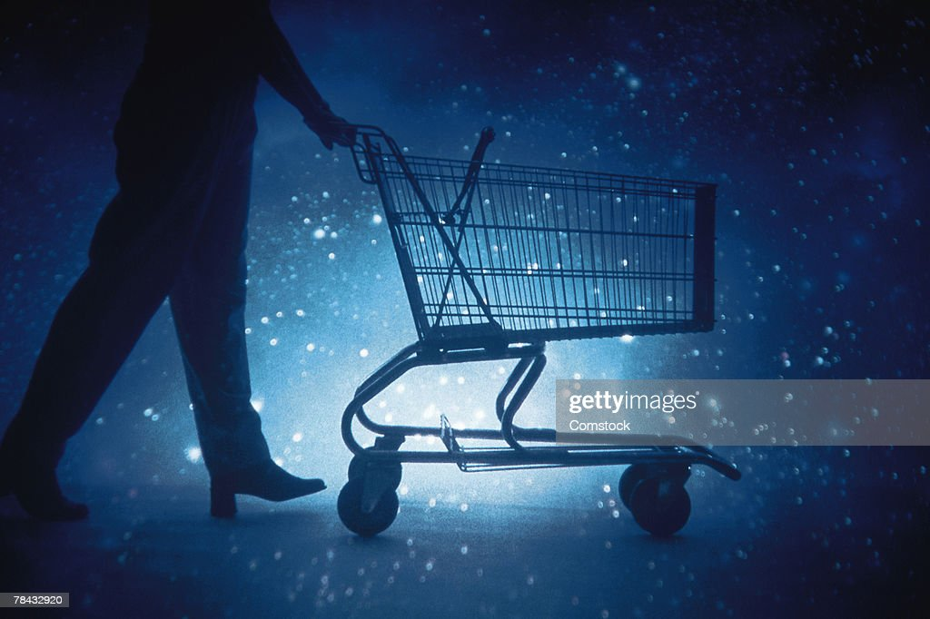 Person pushing shopping cart : Stockfoto