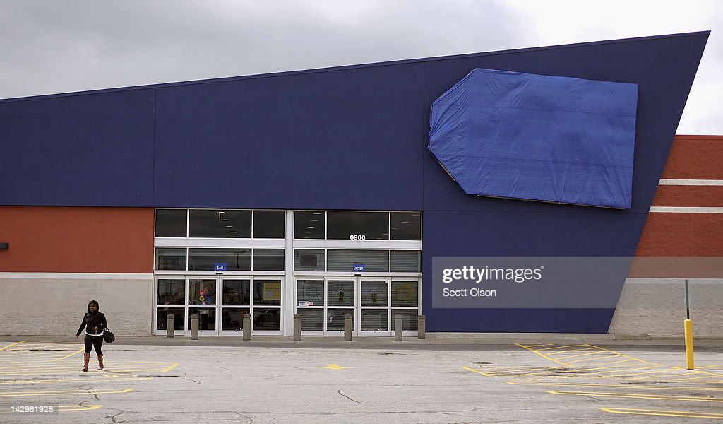 A person walks away from a shuttered Best Buy Store on April 16, 2012 in Chicago, Illinois. The store, which closed April 14, is one of six stores the struggling electronics retailer has scheduled for closure in the Chicago area and one of fifty nationwide in an attempt to cut $250 million in costs for the 2013 fiscal year.