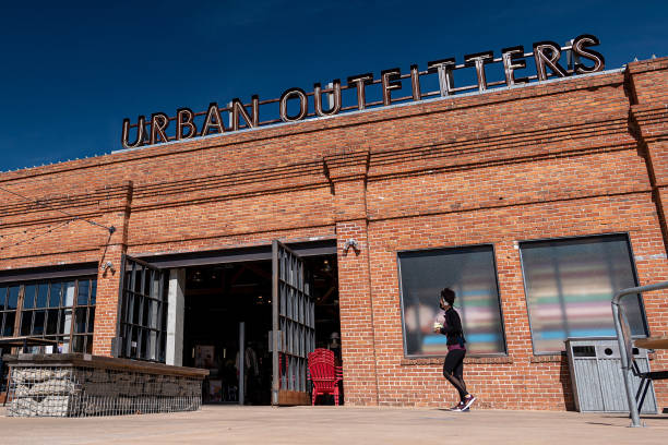 CA: An Urban Outfitters Store Ahead Of Earnings Figures