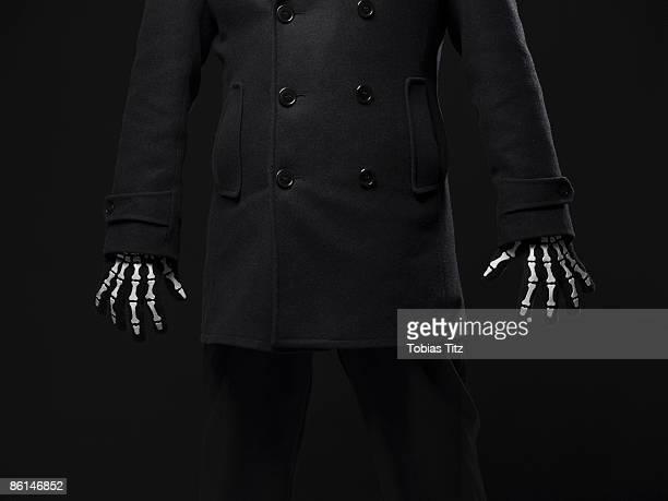 a person wearing skeleton gloves - esqueleto humano fotografías e imágenes de stock