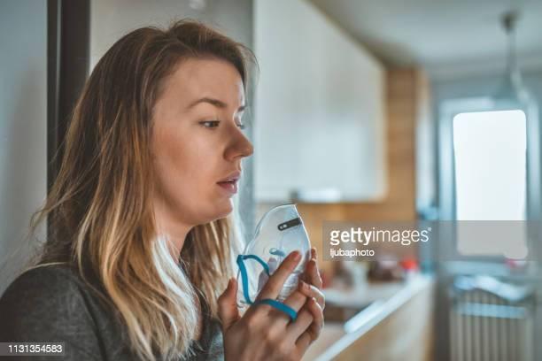 person with long term inflammatory lung problems - asthma - amigdalite imagens e fotografias de stock