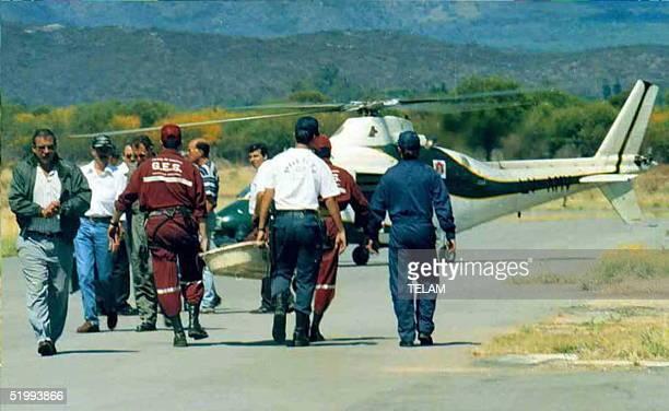 Personal militar transporta a una de las victimas del avion militar Foker F27 de la Fuerza Aerea argentina que se precipito a tierra la noche del 08...