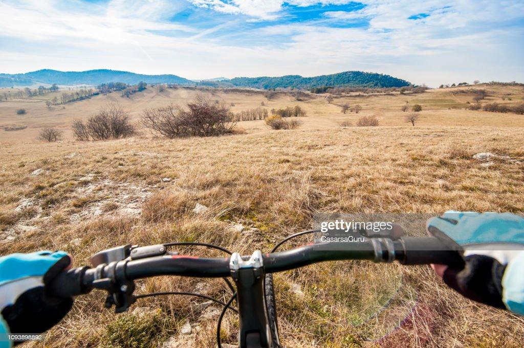 Perspectiva personal de Mountain Bike Cross.Country Rider : Foto de stock