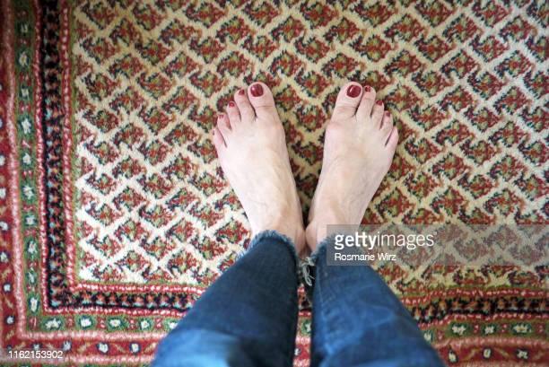 personal perspective: woman standing on persian rug - persian rug - fotografias e filmes do acervo