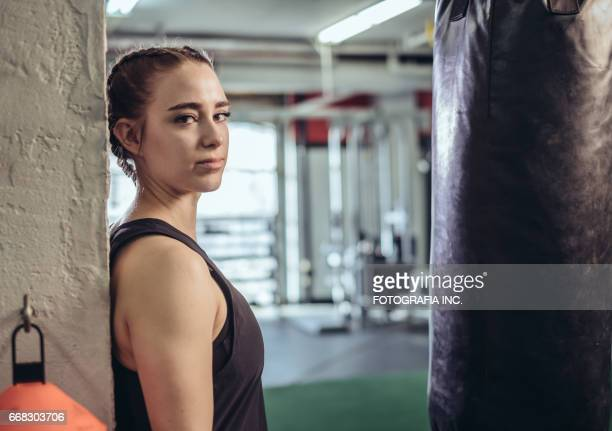 personal training - waist up stock pictures, royalty-free photos & images