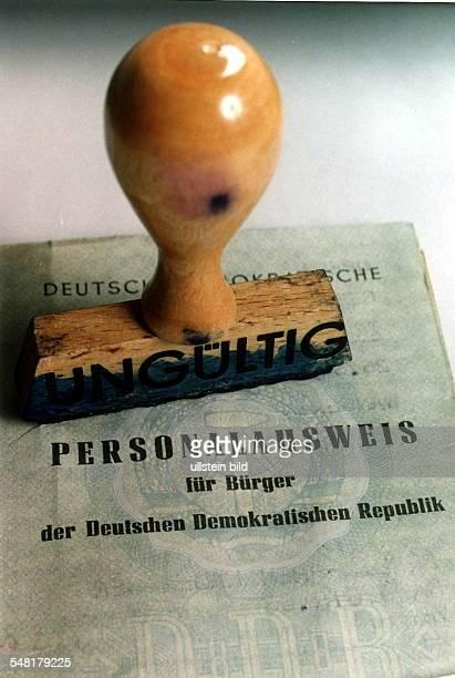 DDR Personalausweis der am Jahresende 1995 seine Gültigkeit verliert 00121995