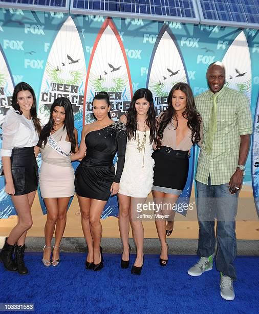 TV personalities Kendall Jenner Kourtney Kardashian Kim Kardashian Kylie Jenner Khloe Kardashian and NBA player Lamar Odom arrive at the 2010 Teen...