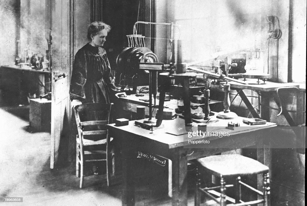 Personalities, Medicine, Science/Health, pic: circa 1900, Marie Curie, (Polish born French Physicist) 1867-1934, pictured in her laboratory