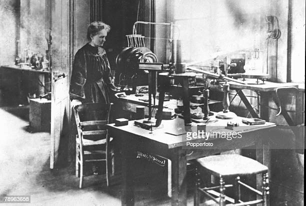 Personalities Medicine Science/Health pic circa 1900 Marie Curie 18671934 pictured in her laboratory