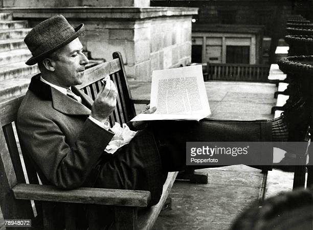 circa 1954 Cecil Beaton eating his sandwiches on his break from his studies at London's Slade School of Arts Englishman Sir Cecil Beaton famous...