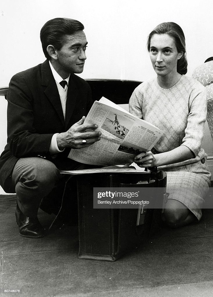 Personalities pic: 5th March 1964. Jane Goodall wuth her husband Baron Hugo Van Lawick. : ニュース写真