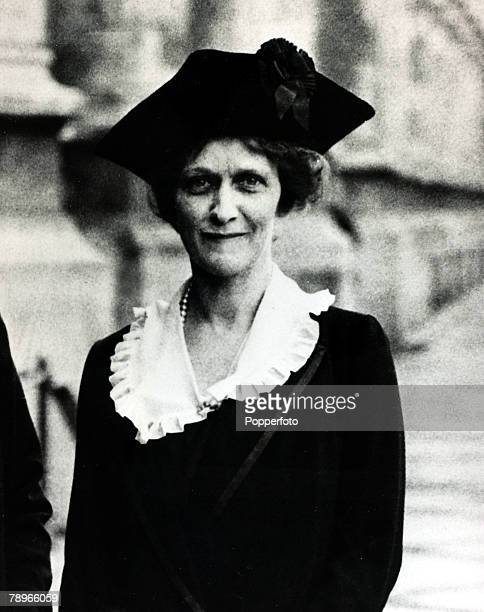 Personalities, Politics, pic: December 1919, Lady Nancy Astor about to take her seat in the House of Commons, Lady Astor, 1879-1964 born in America...
