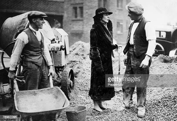 Personalities, Politics, pic: November 1935, Lady Diana Duff Cooper canvassing on the Lupus Street housing estate on behalf of her husband Alfred...