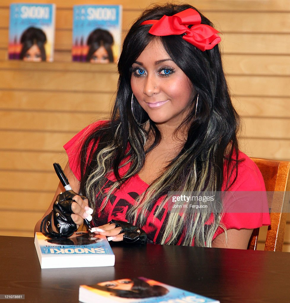 "Nicole ""Snooki"" Polizzi Signs Copies Of ""A Shore Thing"""