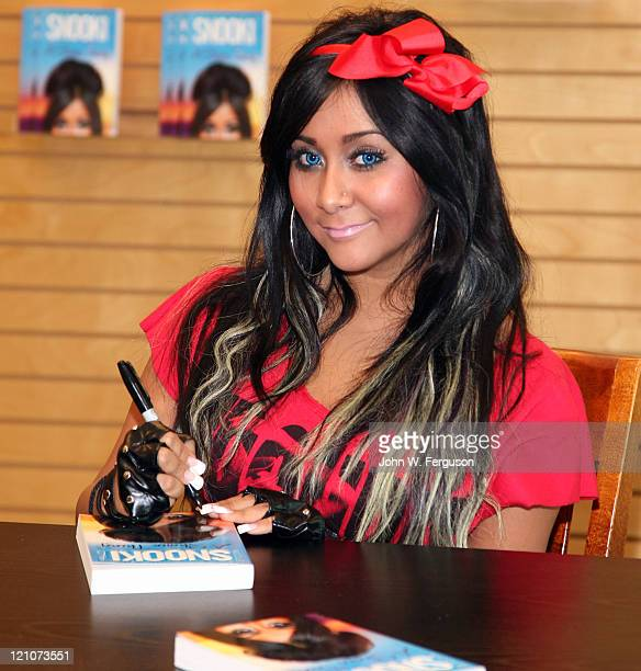 TV personality and author Nicole 'Snooki' Polizzi promotes 'A Shore Thing' at Barnes Noble Paramus on August 13 2011 in Paramus New Jersey