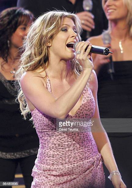 TV personality and musician Natalie Bassingthwaighte performs at the 2005 Carols by Candlelight on December 24 2005 in Melbourne Australia