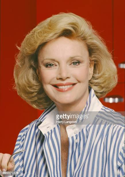 Personality Barbara Sinatra poses for a portrait in 1990 in Los Angeles, California.