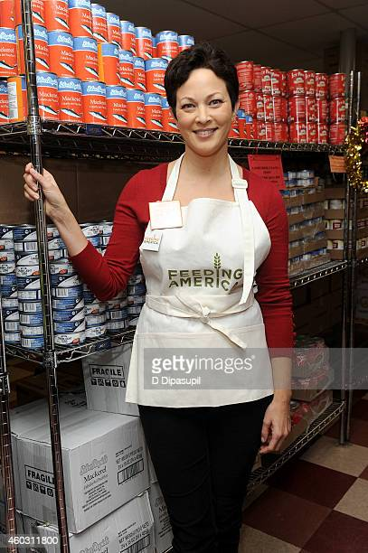 TV personality Ellie Krieger attends Feeding America Hosts BiCoastal Celebrity Volunteer Event at the Food Bank For New York City's Community Kitchen...