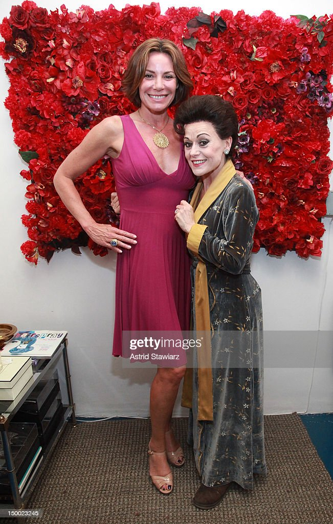 """The Countess Luann De Lesseps Attends The """"End Of The Rainbow"""" Broadway Performance"""