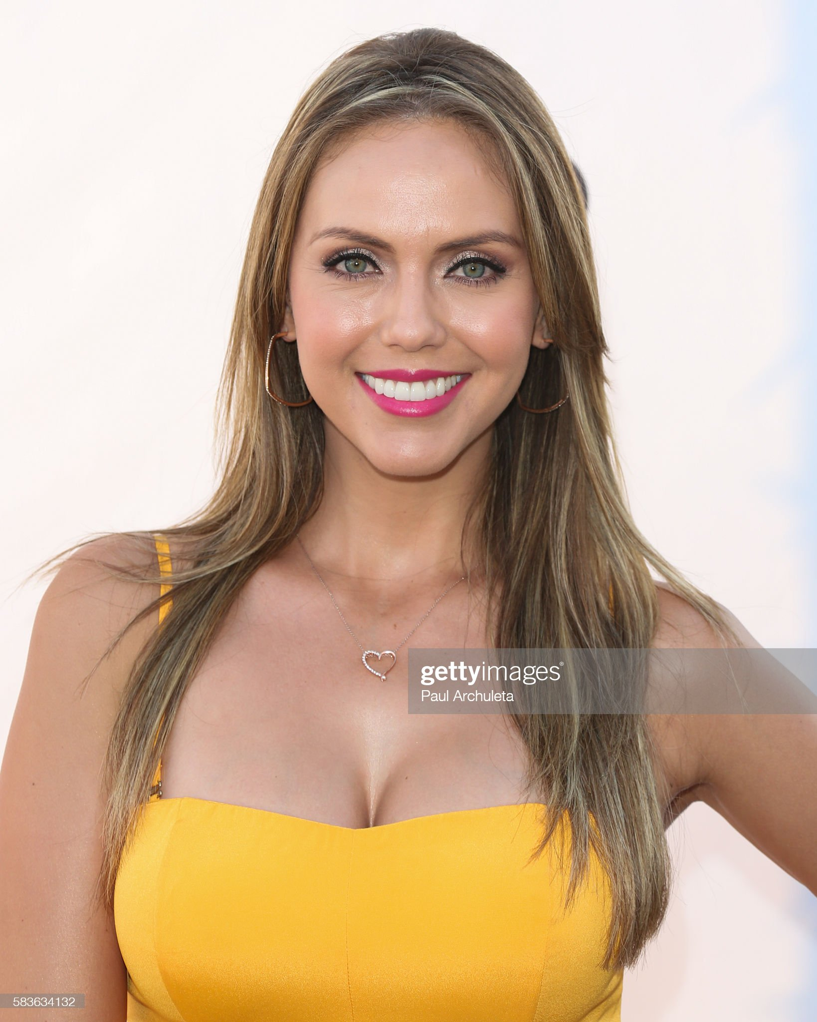 Ojos verdes - Famosas y famosos con los ojos de color VERDE Personality-jessica-carrillo-attends-nbcs-olympics-social-opening-at-picture-id583634132?s=2048x2048