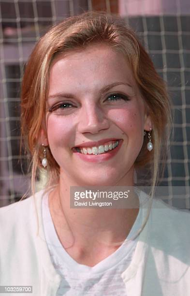 TV personality Kara Killmer poses prior to American Idol contestant Alex Lambert's performance at Childrens Hospital Los Angeles on August 5 2010 in...