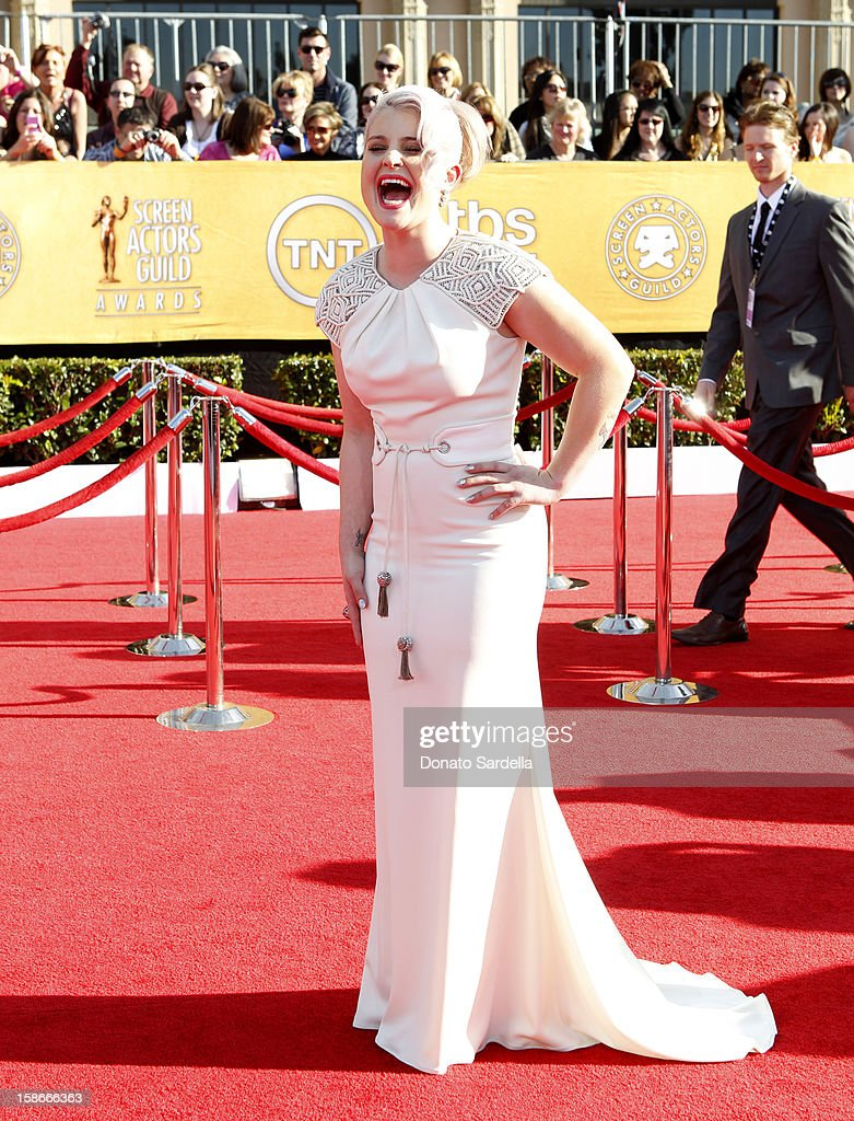 TV personality Kelly Osbourne arrives at the 18th Annual Screen Actors Guild Awards held at The Shrine Auditorium on January 29, 2012 in Los Angeles, California.