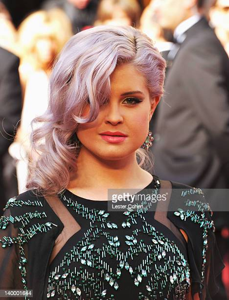 Personality Kelly Osbourne arrives at the 84th Annual Academy Awards held at the Hollywood & Highland Center on February 26, 2012 in Hollywood,...