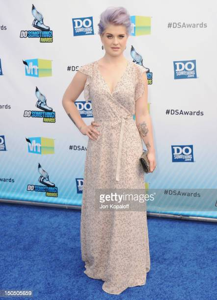 Personality Kelly Osbourne arrives at the DoSomething.org And VH1's 2012 Do Something Awards at the Barker Hangar on August 19, 2012 in Santa Monica,...