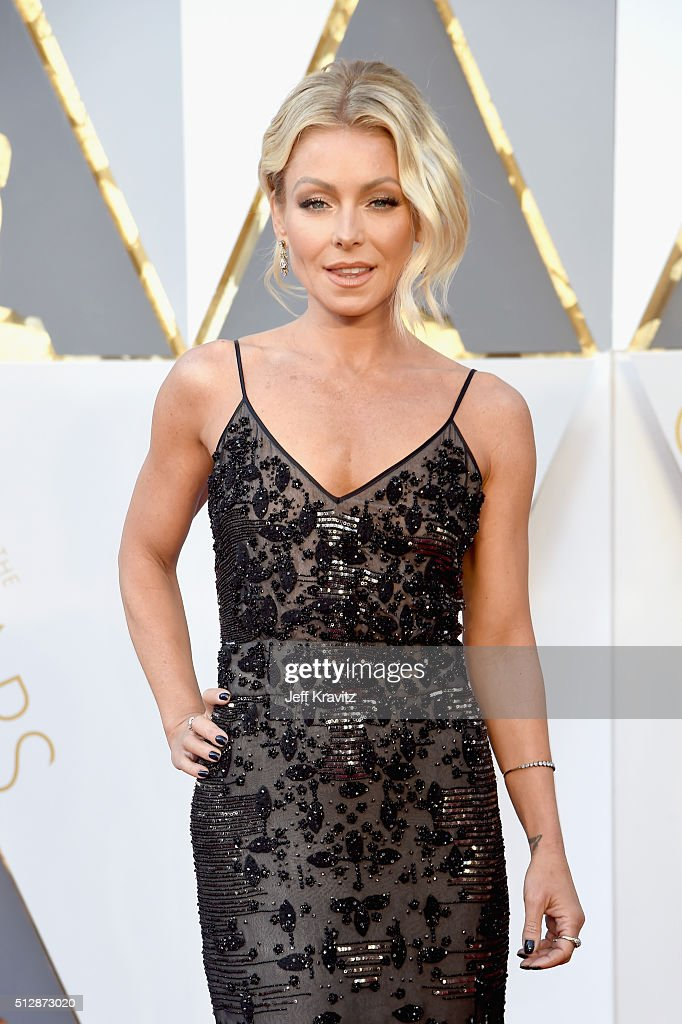 TV personality Kelly Ripa attends the 88th Annual Academy Awards at Hollywood & Highland Center on February 28, 2016 in Hollywood, California.