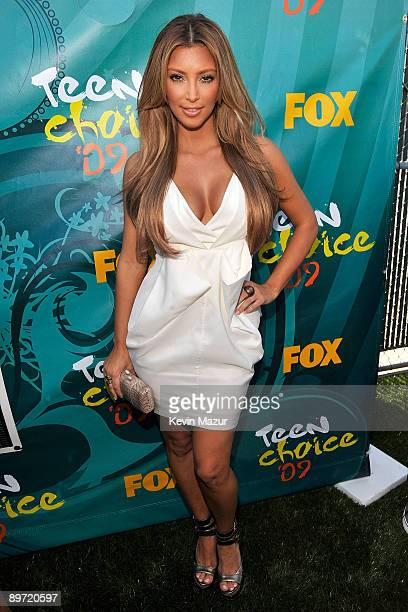 Personality Kim Kardashian arrives at the Teen Choice Awards 2009 held at the Gibson Amphitheatre on August 9, 2009 in Universal City, California.