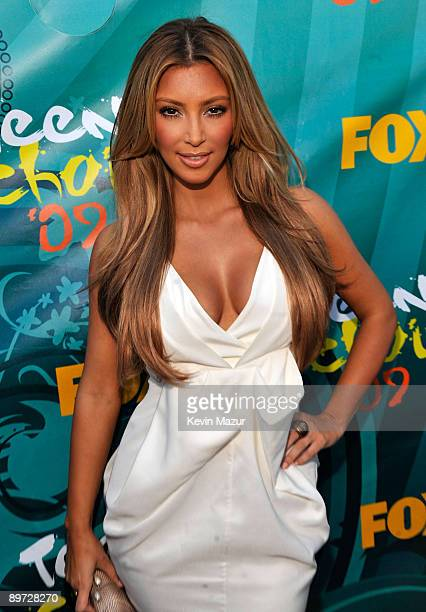 TV personality Kim Kardashian arrives at the Teen Choice Awards 2009 held at the Gibson Amphitheatre on August 9 2009 in Universal City California