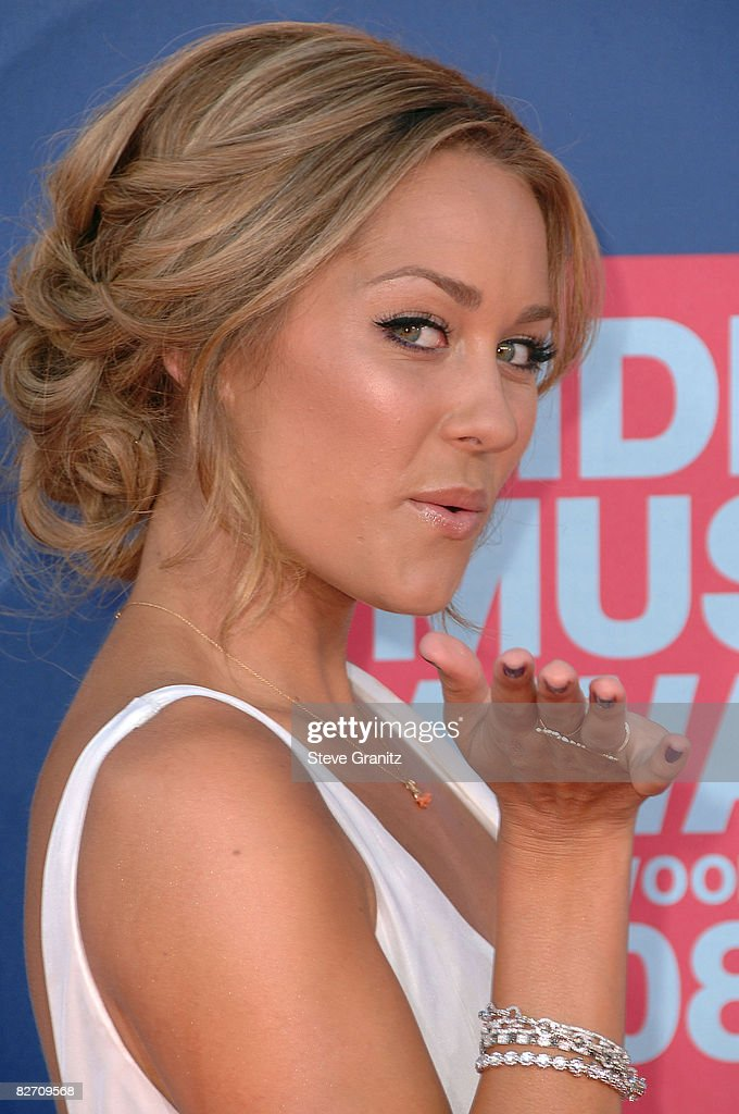 TV personality Lauren Conrad arrives at the 2008 MTV Video Music Awards at Paramount Pictures Studios on September 7, 2008 in Los Angeles, California.