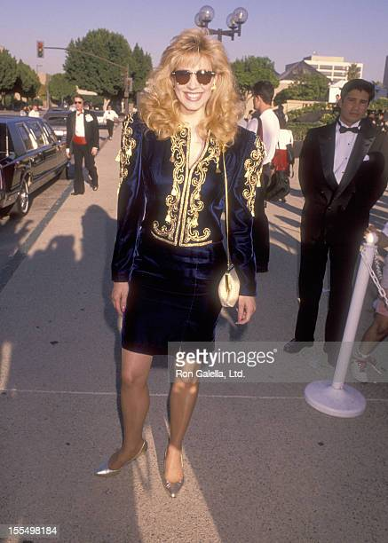 Personality Leeza Gibbons attends the 42nd Annual Primetime Emmy Awards on September 16, 1990 at Pasadena Civic Auditorium in Pasadena, California.
