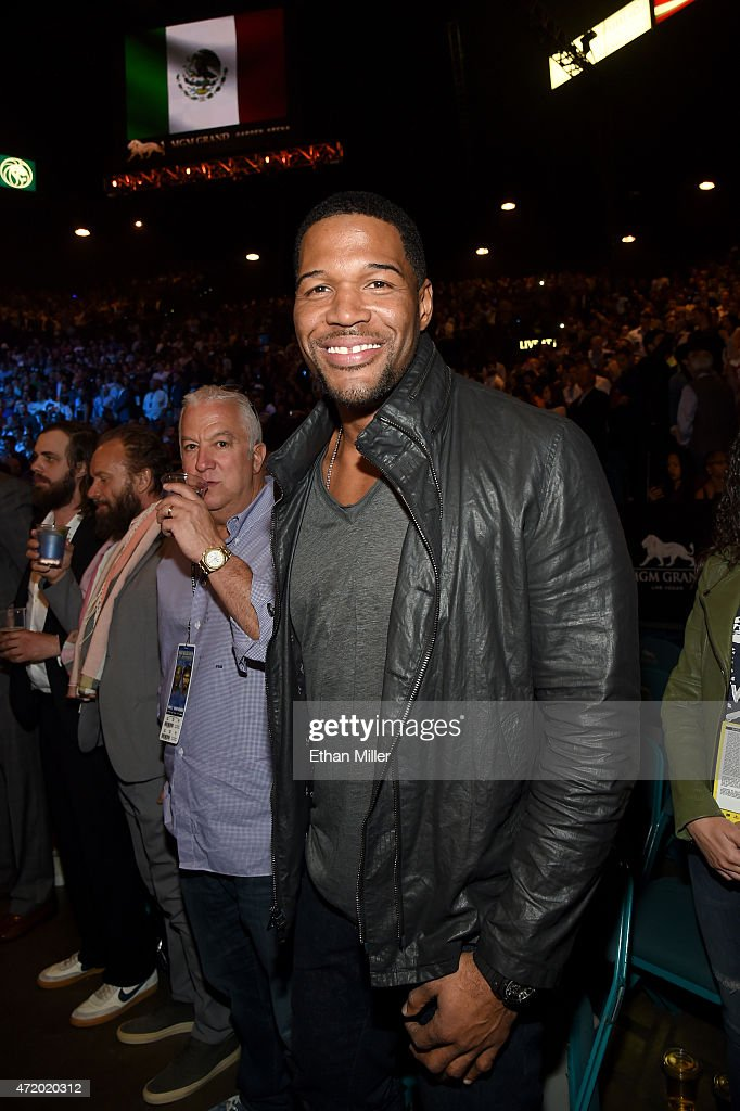 TV personality Michael Strahan stand ringside at 'Mayweather VS Pacquiao' presented by SHOWTIME PPV And HBO PPV at MGM Grand Garden Arena on May 2, 2015 in Las Vegas, Nevada.