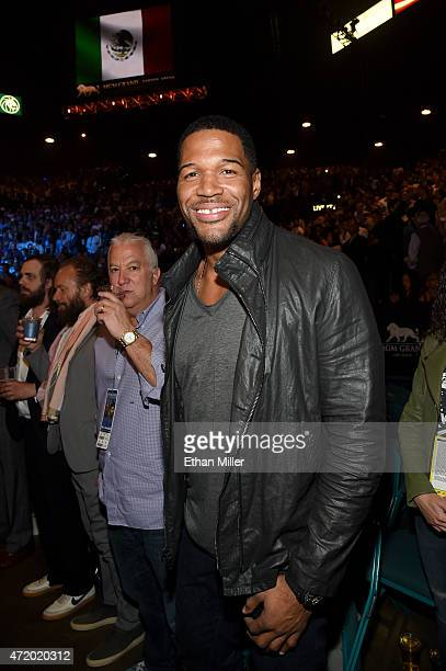"Personality Michael Strahan stand ringside at ""Mayweather VS Pacquiao"" presented by SHOWTIME PPV And HBO PPV at MGM Grand Garden Arena on May 2, 2015..."