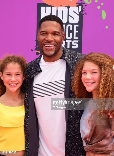 TV personality Michael Strahan with Sophia Strahan and Isabella Strahan attend Nickelodeon Kids' Choice Sports Awards 2017 at Pauley Pavilion on July...