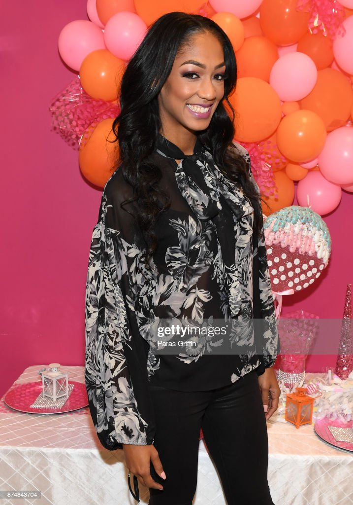 TV personality Niche Caldwell attends Spreading Ambition Food Drive at CheeseCaked on November 15, 2017 in Atlanta, Georgia.