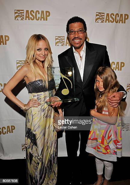 HOLLYWOOD APRIL 09 LR TV personality Nicole Richie Musician Lionel Richie and Sophia Richie pose during the 2008 ASCAP Pop Awards at the Kodak...