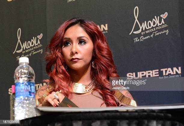 V Personality Nicole 'Snooki' Polizzi attends the Nicole 'Snooki' Polizzi Meet Greet during the 2013 Smart Tan Downtown Convention at the Nashville...