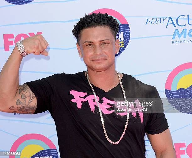 Personality Pauly D arrives at the 2012 Teen Choice Awards at Gibson Amphitheatre on July 22, 2012 in Universal City, California.