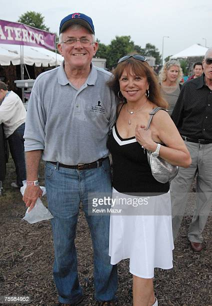Personality Phil Donahue and Actress Marlo Thomas backstage at Lollapalooza 2007 in Grant Park on August 5 2007 in Chicago *Exclusive*