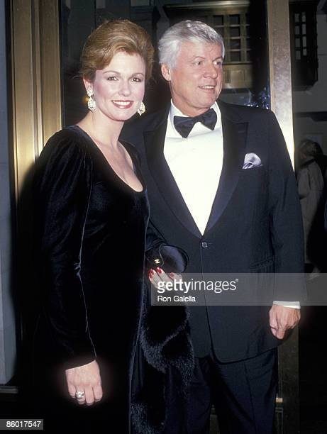 TV personality Phyllis George and politician John Y Brown Jr attend Luciano Pavarotti in Concert on November 1 1987 at Carnegie Hall in New York City