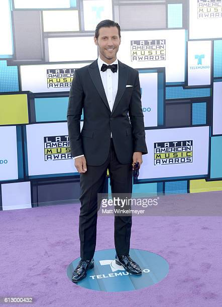 TV personality Quique Usales attends the 2016 Latin American Music Awards at Dolby Theatre on October 6 2016 in Hollywood California
