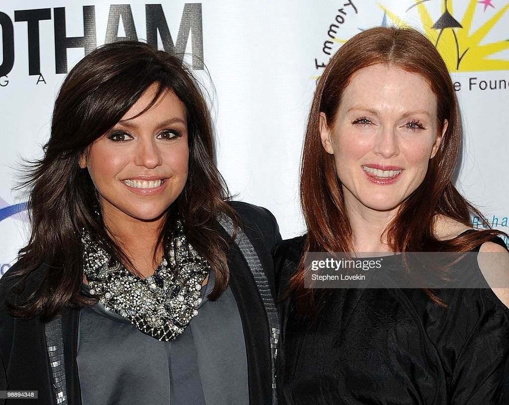 Tv Personality Rachel Ray And Actress Julianne Moore Attend The 2010 Comedy For A Cure To
