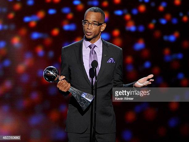 TV personality Stuart Scott accepts the 2014 Jimmy V Perseverance Award onstage during the 2014 ESPYS at Nokia Theatre LA Live on July 16 2014 in Los...