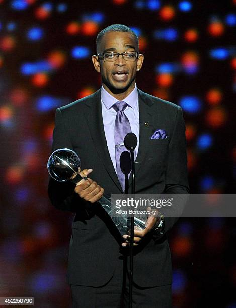 TV personality Stuart Scott accepts the 2014 Jimmy V Perseverance Award onstage at the 2014 ESPY Awards at Nokia Theatre LA Live on July 16 2014 in...
