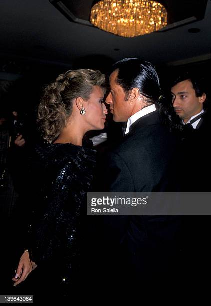 Personality Vanna White and actor Sylvester Stallone attending White House Correspondents Association Dinner on April 21 1988 at the Capitol Hilton...