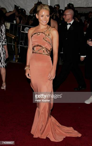 TV personality/actress Kelly Ripa attends the Metropolitan Museum of Art Costume Institute Benefit Gala Poiret King Of Fashion at the Metropolitan...
